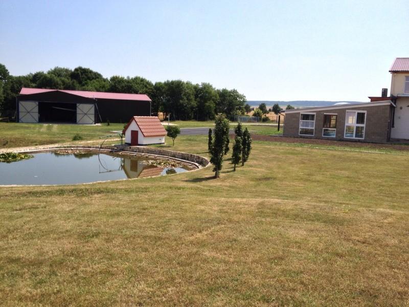 Sportovní hala, tenisový kurt, krytý bazén